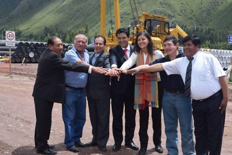Cusco: Gobernadores firman acuerdo para exigir cumplimiento del proyecto gasoducto sur peruano.