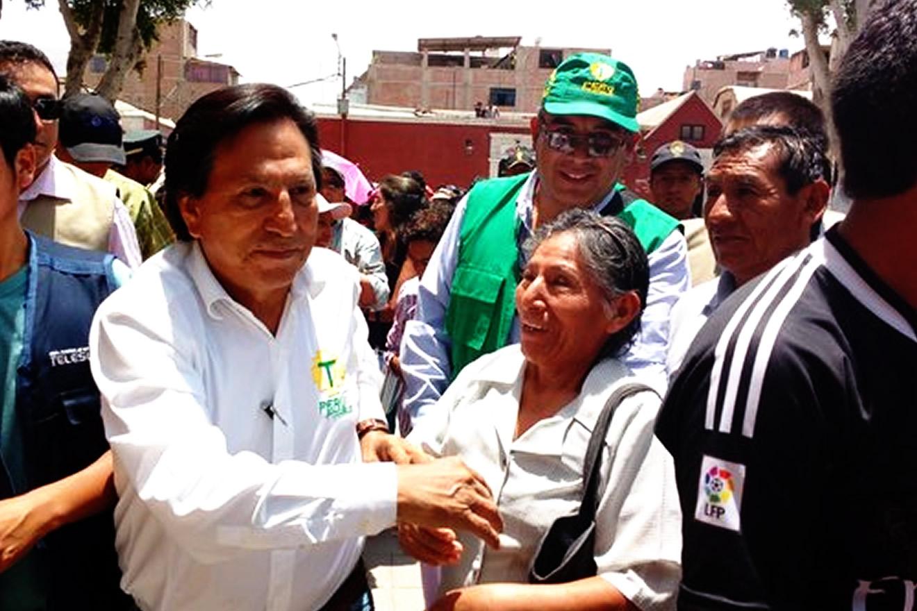 Alejandro Toledo: busca votos en Moquegua con lluvia de promesas