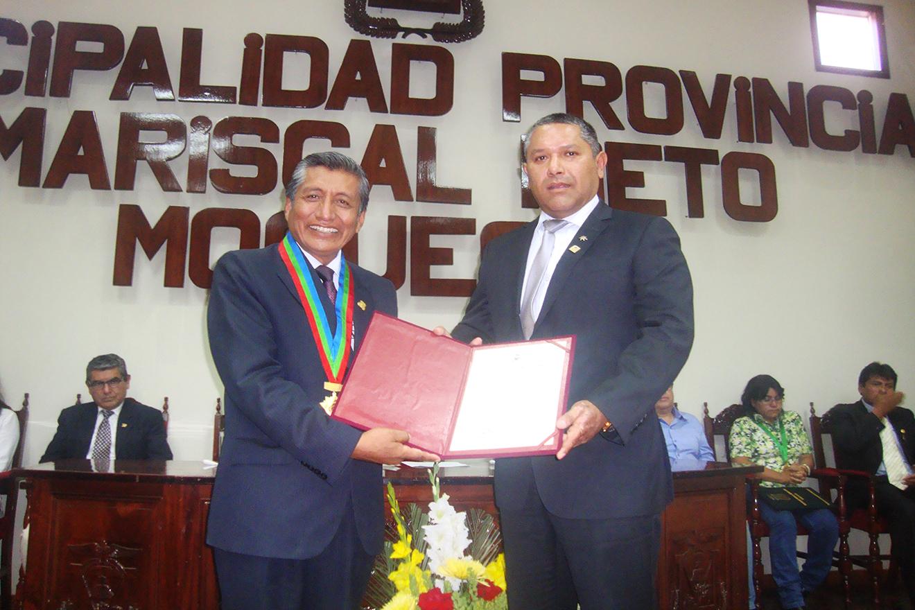 Arturo Palomino fue condecorado por alcalde de la Municipalidad Provincial Mariscal Nieto. (AUDIO)