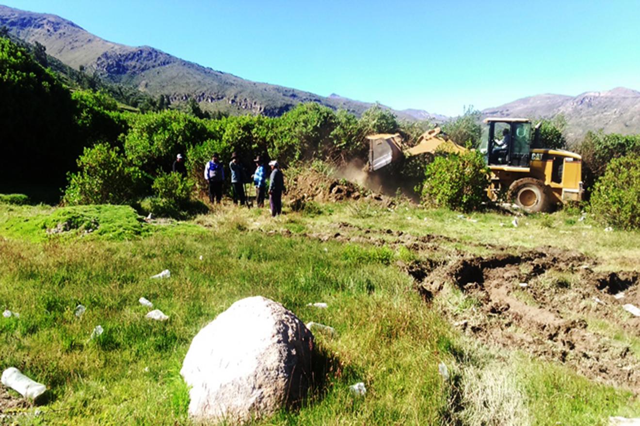 Realizan Faena Comunal en Bellavista para Limpieza de Campo Deportivo. (FOTOS)