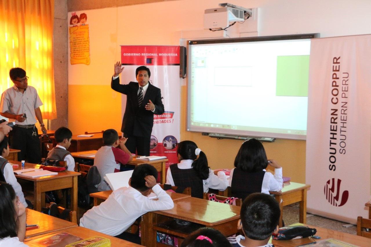 En Ilo SPCC apoya al sector educación.