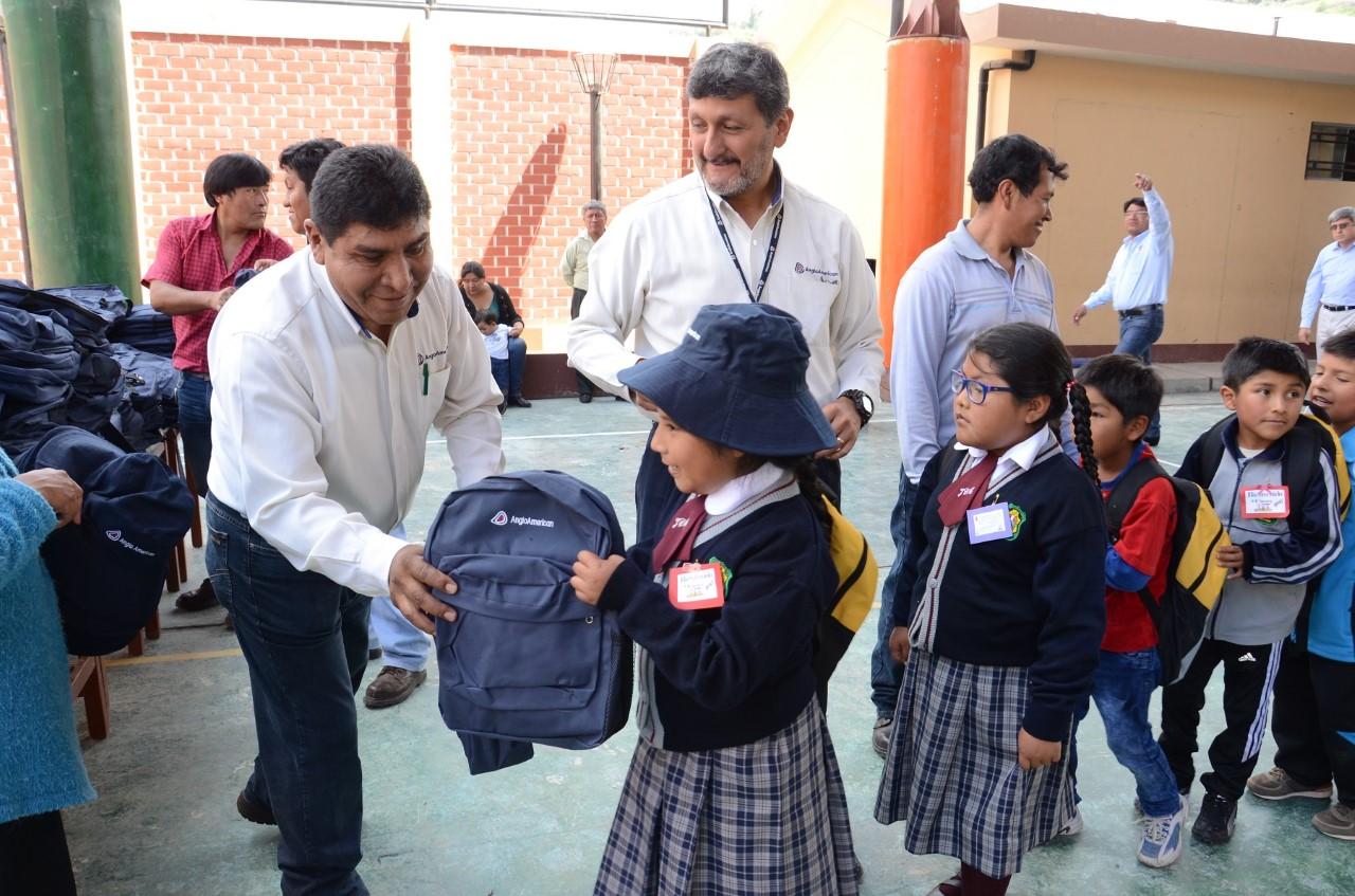 A.A. Quellaveco inicia entrega de paquetes escolares para estudiantes de Moquegua.