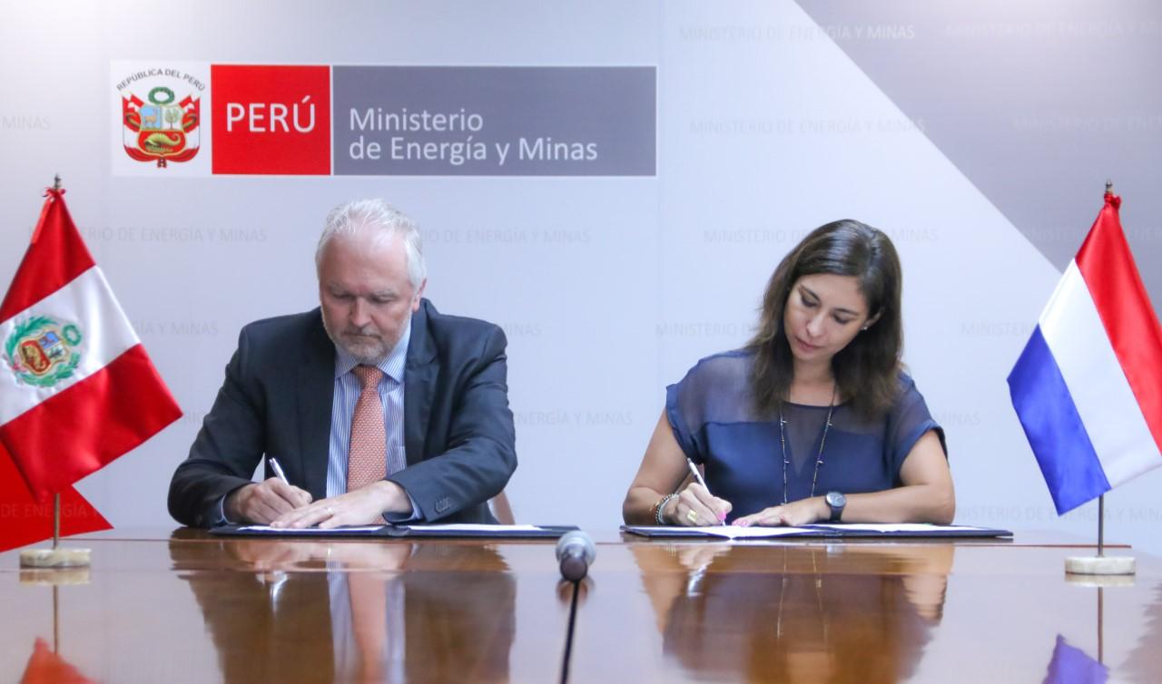 Ministerio de energía y minas y centro de investigación en energía de países bajos firman acuerdo de cooperación