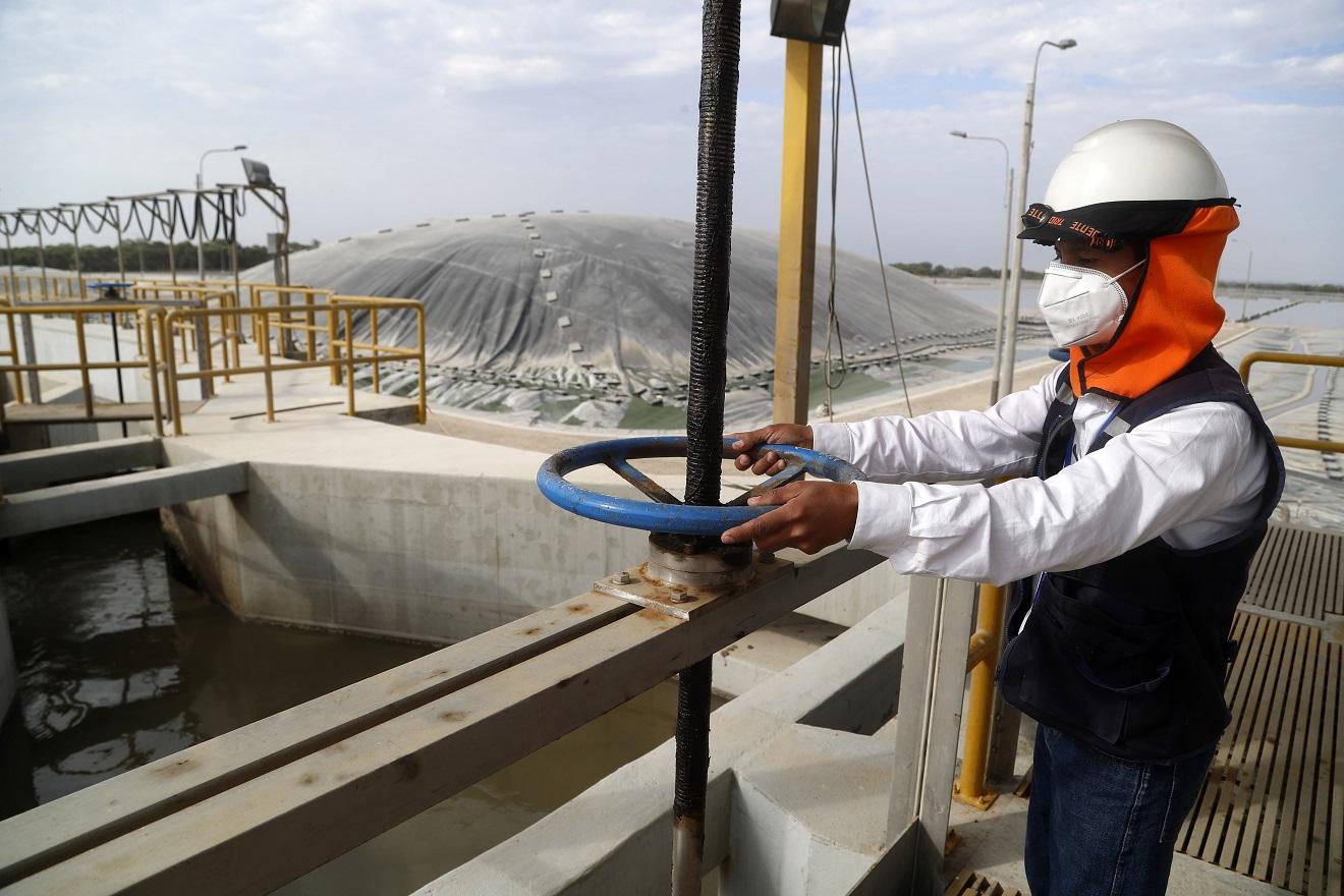Trabajadores de 24 empresas de agua y saneamiento se especializan en el reúso de aguas residuales tratadas.