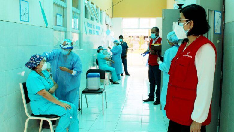 Contraloría alerta riesgos en vacunación contra el COVID-19 en Ilo y Moquegua